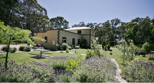 Sailors Falls Estate - Villa B   Complimentary wine for 2 night booking in May, holiday rental in Daylesford