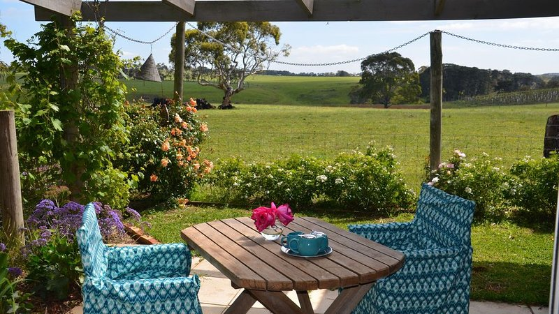 Black Cow Studio Apartment, holiday rental in North Geelong