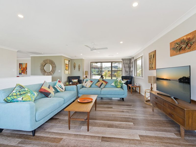 Shorebreak - Fabulous Beachfront Location, holiday rental in Bonny Hills