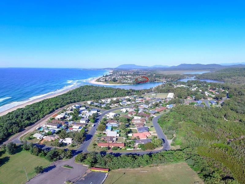 'AQUA COTTAGE'  16 Aqua Cres, Lake Cathie, holiday rental in Port Macquarie
