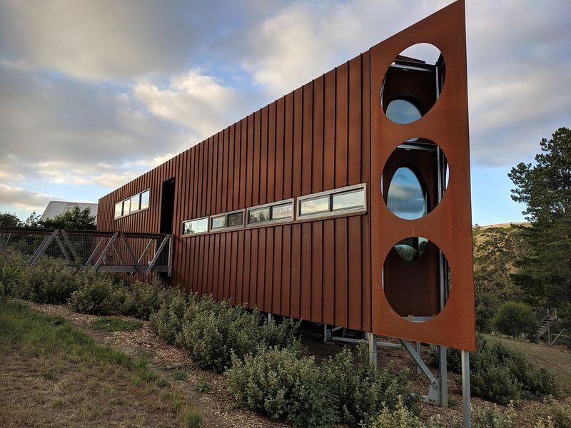 Clifftop at Hepburn - Tranquility, holiday rental in Elevated Plains
