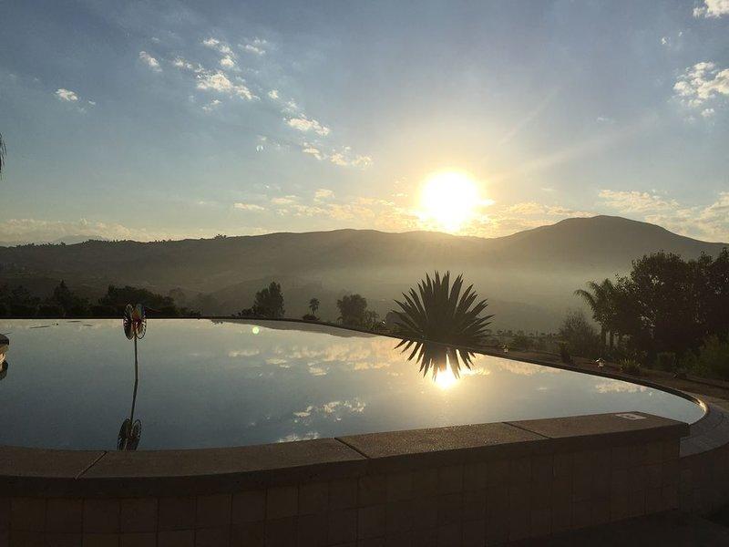 Villa La Serena  Wine Country Home walk to wineries - Infinity Pool Views, holiday rental in Temecula