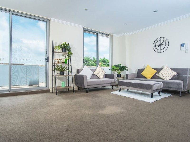 Designed Home of Ultimate Convenience In Gordon, holiday rental in Greater Sydney