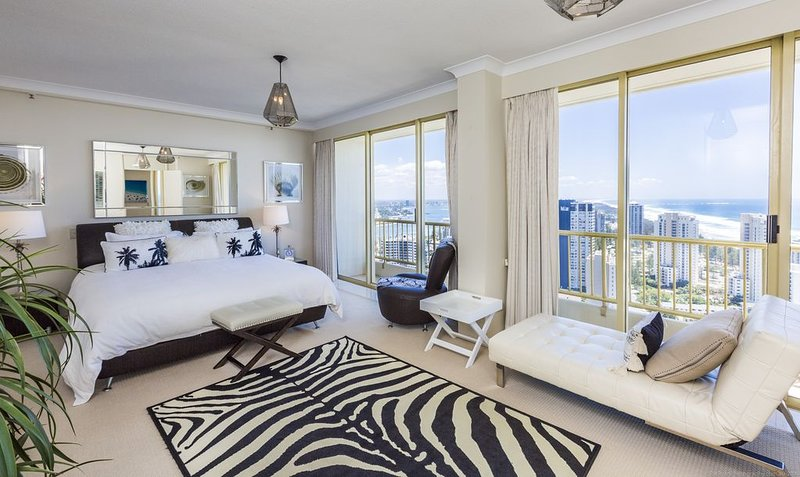 Gold Coast Amor'e luxury Sub Penthouse at Contessa, holiday rental in Biggera Waters