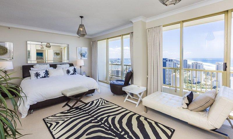 Gold Coast Amor'e luxury Sub Penthouse at Contessa, vacation rental in Arundel