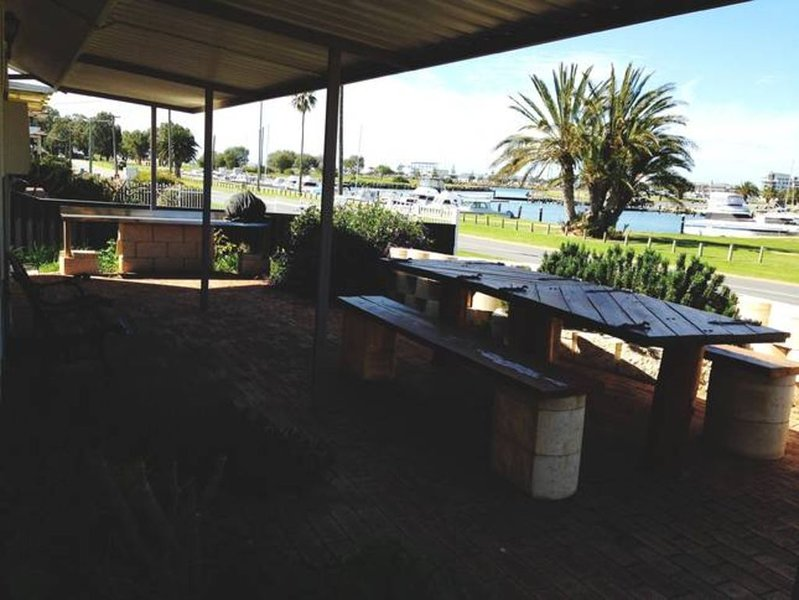Waterfront Beach Shack, holiday rental in Mandurah
