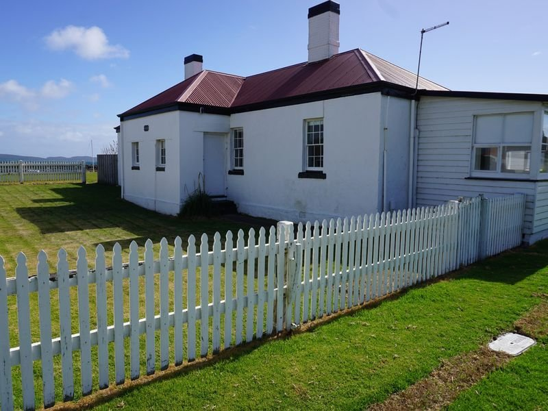 Coxswain Cottage - within Low Head Pilot Station, holiday rental in Hawley Beach