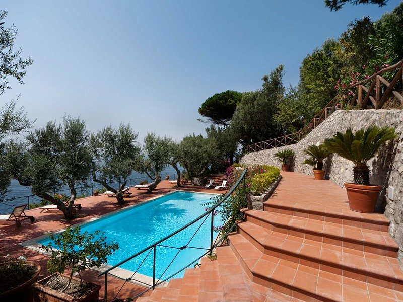 Elegant Luxury Villa with breathtaking views of Capri and the Bay of Naples, vacation rental in Roncato