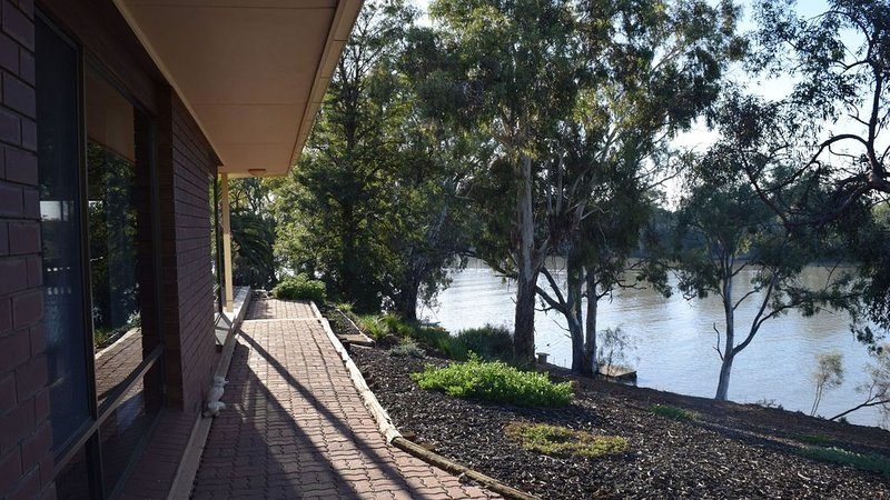 Loxton River Escape - Holiday home on the river, holiday rental in Barmera