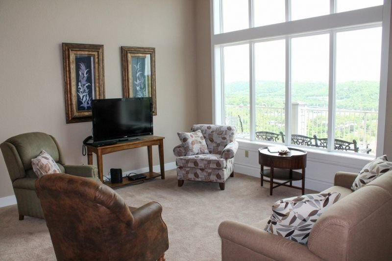 Grand Luxurious Condo- 4bed 4bath-Spectacular Lakeviews! SDC/Marina 1 mile! Grea, vacation rental in Branson