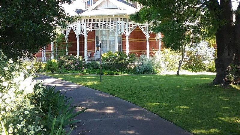 Hadenham House Victoria, holiday rental in Dunolly
