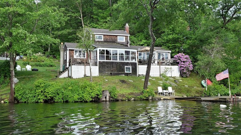 Private lakefront home, 300' on lake, dock, beach, boat ramp, 40 miles to Boston, location de vacances à Plainville