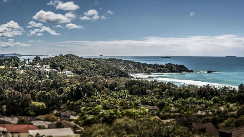 Headland Heaven with spectacular views, aluguéis de temporada em Moonee Beach