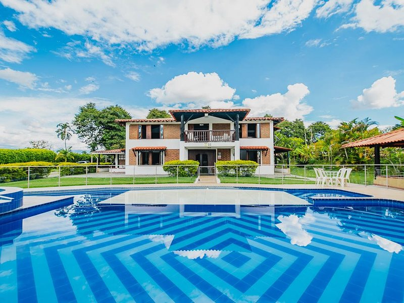 Resting, relaxing, birds viewing and the most delicious Colombian coffee., holiday rental in Ulloa