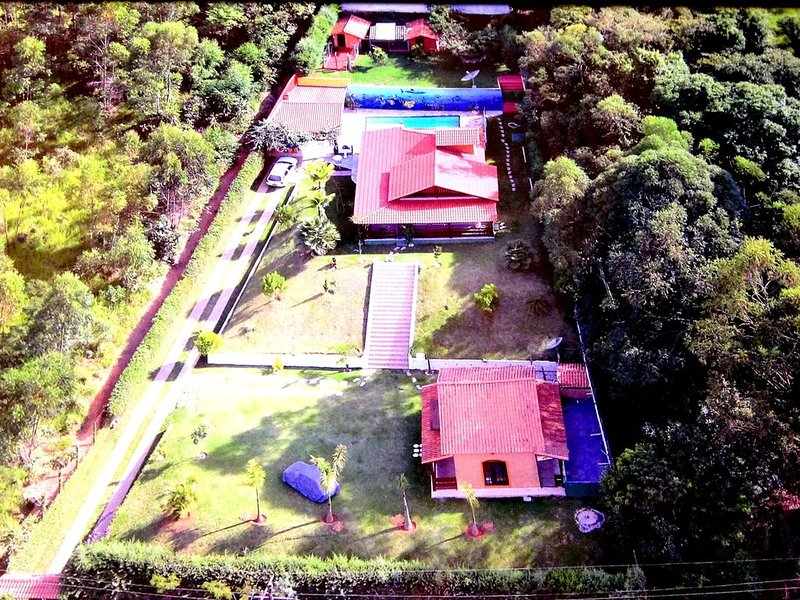 PROMOÇÃO - SÃO 2 CASAS COM PISCINA E VC SÓ PAGA POR 1! VALOR ESPECIAL PARA O FDS, location de vacances à Jarinu