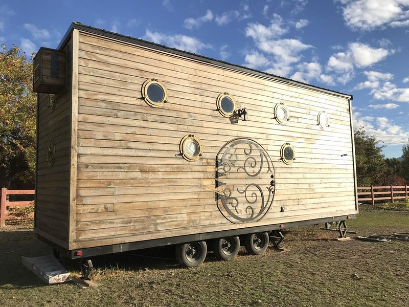 Tiny Hobbit house (on wheels), alquiler vacacional en Garfield