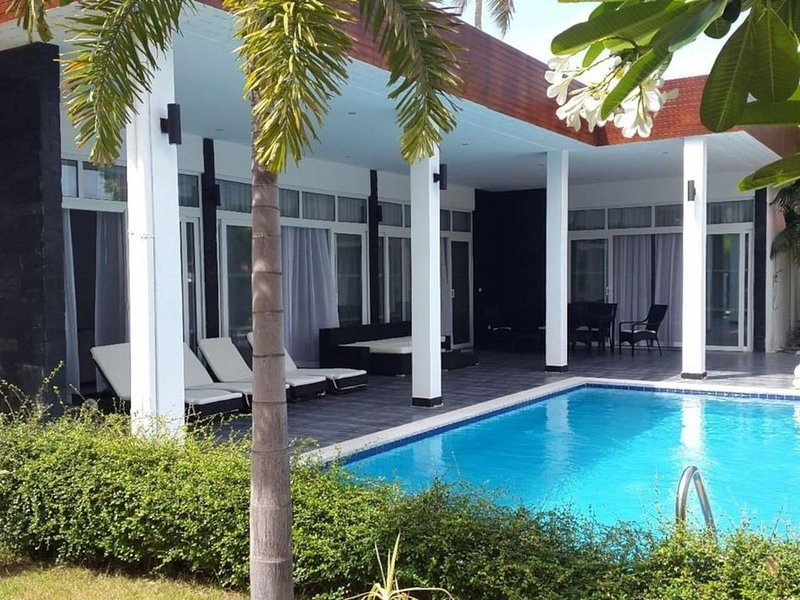 Luxurious & Modern Villa with Private Pool – semesterbostad i Nong Kae