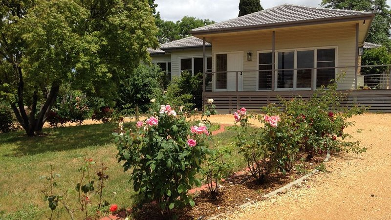 Lome Cottage - farmhouse amongst vines, vacation rental in Kangaroo Flat