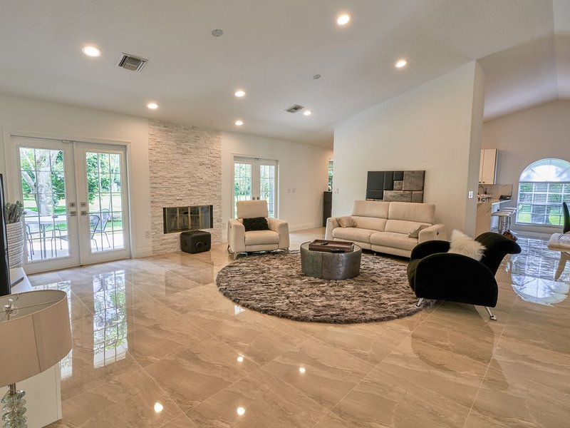 COUNTRY ESTATE IN QUIET UPSCALE COMMUNITY, holiday rental in Loxahatchee