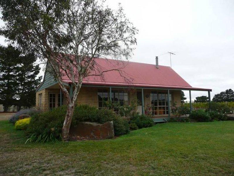 Sherwood Grange Retreat 'Moonlight Cottage', holiday rental in Gordon