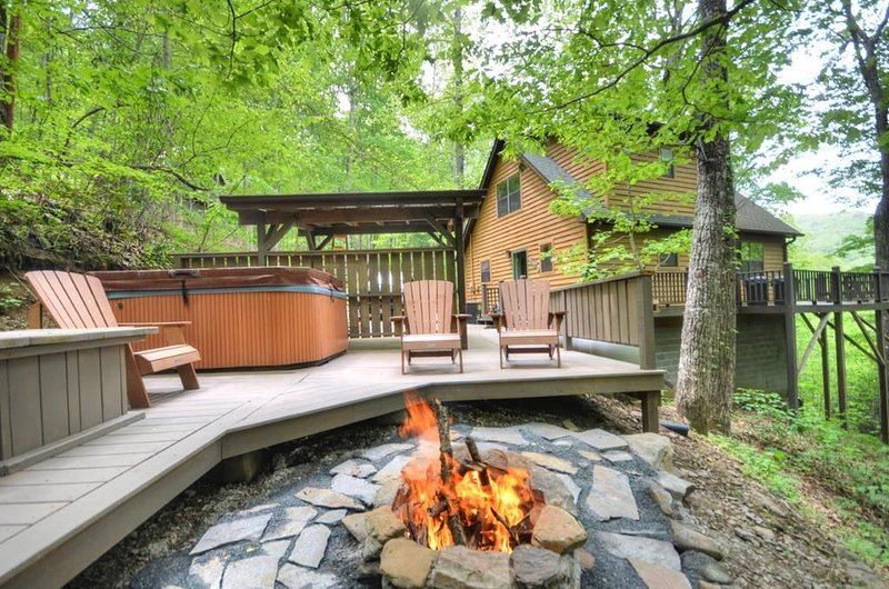 Free 4x4 Tours +Family Fun Cabin + Minutes from the Tail of the Dragon, casa vacanza a Fontana Dam