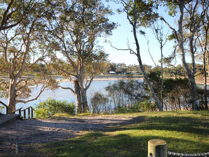 'AQUA VIEW' 5/2 Aqua Cres, Lake Cathie, holiday rental in Lake Cathie