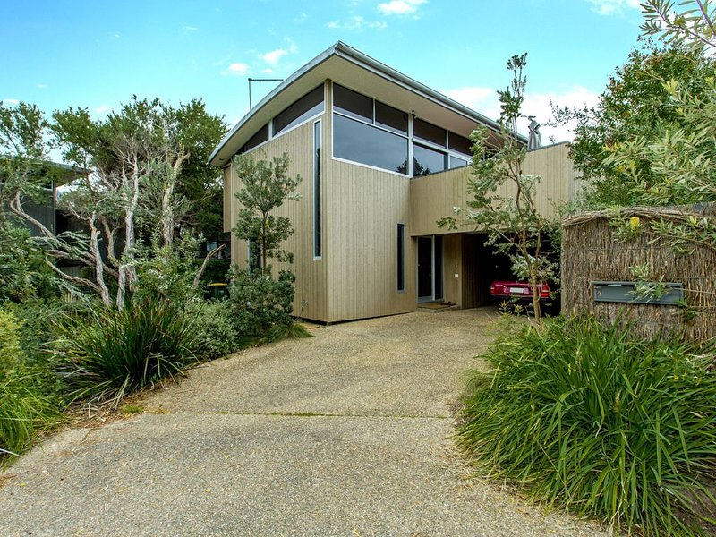 STYLISH HOLIDAY HOME OPPOSITE SURF, holiday rental in Wonthaggi