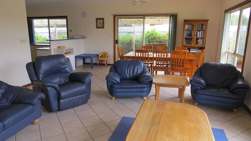 Juscruizin - Pet friendly, beach getaway large enough for two families, holiday rental in Middleton