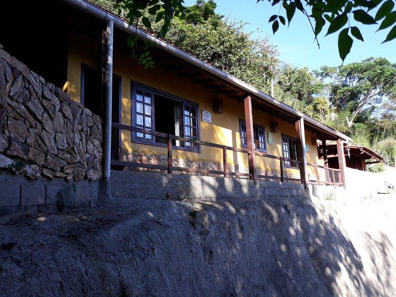 Casa em condomínio familiar com vista deslumbrante em Itaipava, vacation rental in Petropolis