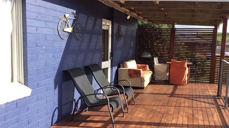 Ivy's*Stanley - 17 Pearse St . Modern one bedroom home, holiday rental in Stanley