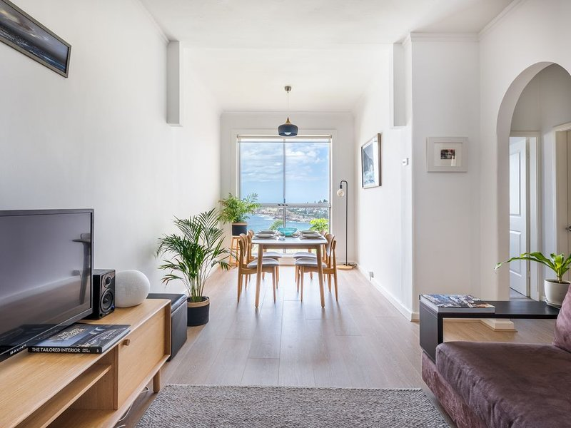Live The Coastal Life in this 1 Bedroom Apartment with Spectacular Ocean Views, holiday rental in Bronte