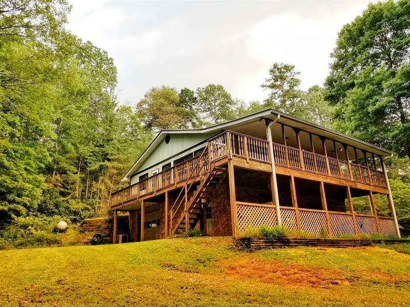 Affordably Priced,Wifi,  fishing onsite and close to Ocoee whitewater rafting, vacation rental in Ducktown