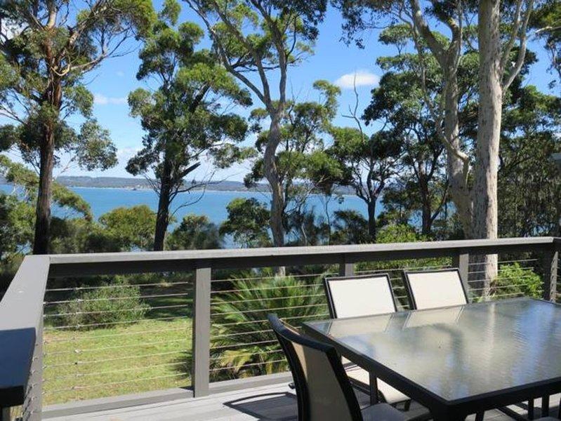 Waverton - stunning views and short walk to beach, holiday rental in Eurobodalla