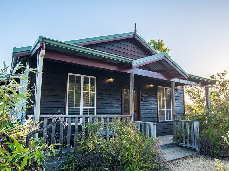Cape Howe Cottages - Cakes n Ale, holiday rental in Scotsdale