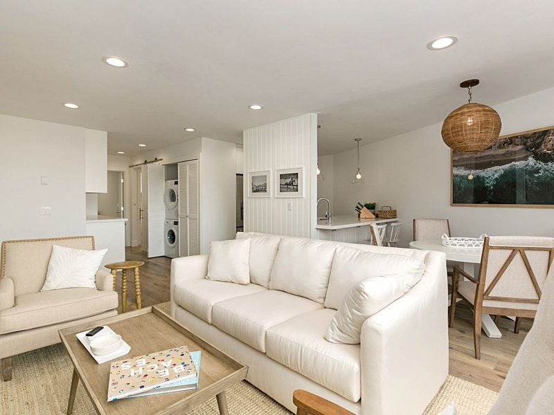 New and Totally Remodeled!! Ocean Views From Both Bedrooms!, alquiler de vacaciones en Solana Beach