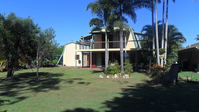 Baffle Creek Fishing Cabin, holiday rental in Deepwater