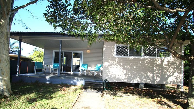 CUTE AND CONVENIENT COTTAGE - 50m to the beach, holiday rental in Bongaree