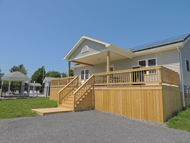Lovely 2 bedroom/2 bath home  #18, holiday rental in Cape Vincent