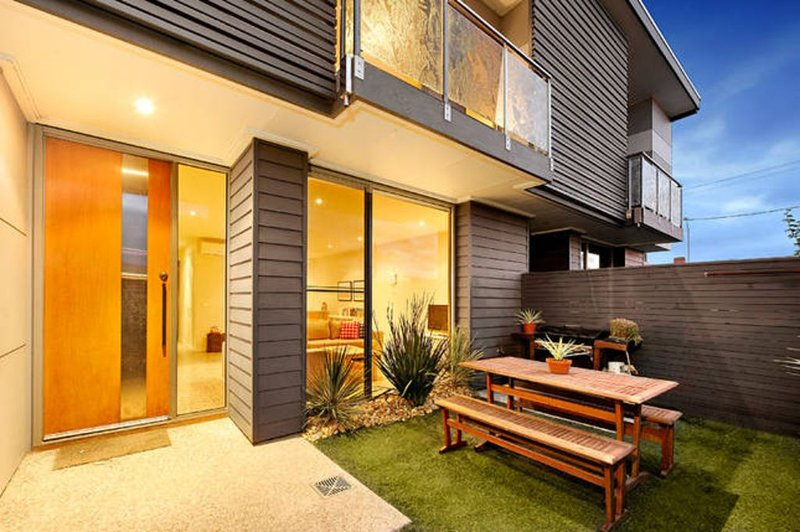 Stroll to the beach in this Stylish and Spacious Townhouse in the heart of town, holiday rental in Ocean Grove