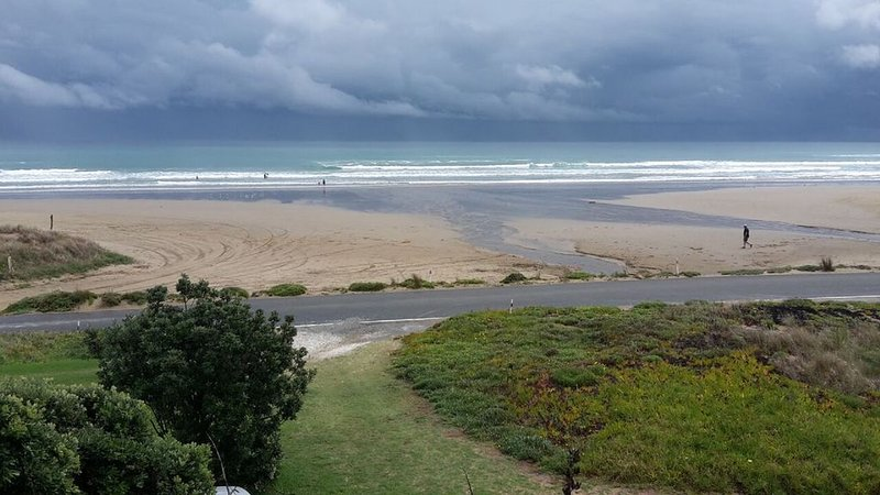West Coast Heaven. A rustic, cosy New Zealand bach., vacation rental in Dargaville