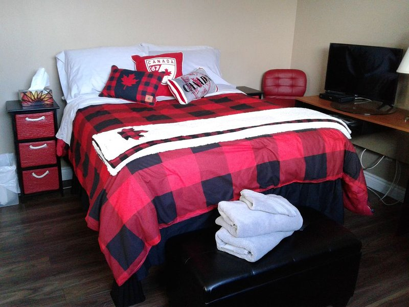 You're Always Home 6 - Double Bed/Continental Breakfast - SEMI PRIVATE, holiday rental in St. Albert