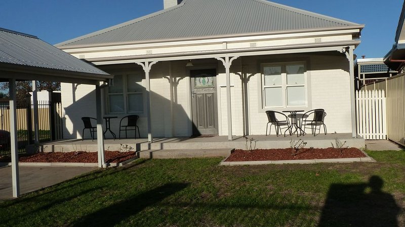 4 Havelock Street - central heritage home, holiday rental in Chiltern