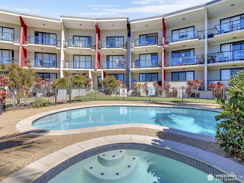 SEAVIEW APARTMENT ONLY A STROLL TO YEPPOON CBD, holiday rental in Kinka Beach