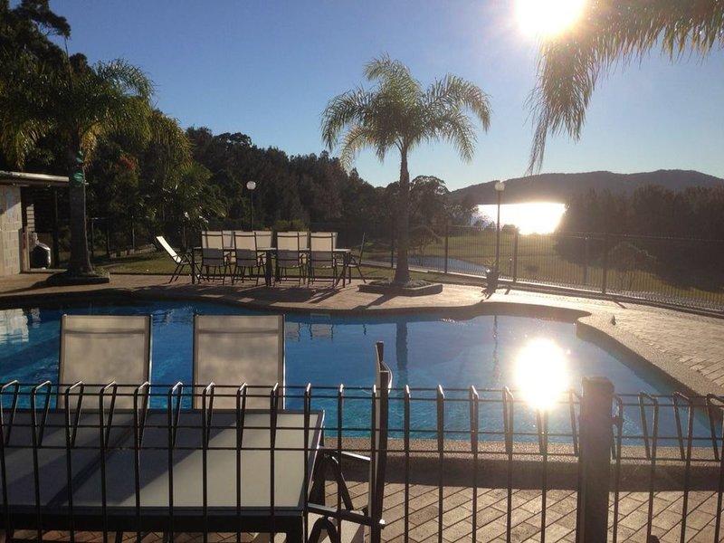 Wallis Lakehouse, Pacific Palms, location de vacances à Boolambayte