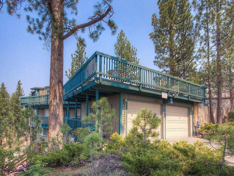 Heavenly Cabin w/Mtn Views, Pool Table, Hot Tub, BBQ, Decks, Woodsy (HCH1232), vacation rental in South Lake Tahoe