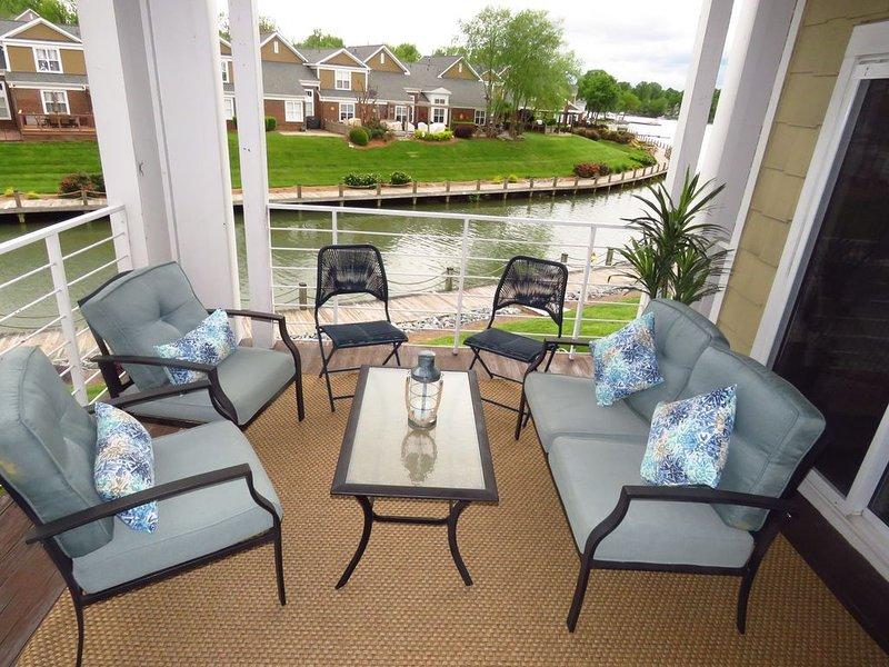 Lake Norman Retreat at Harborside | Luxury Condo| Lakefront | Dates available! – semesterbostad i Cornelius
