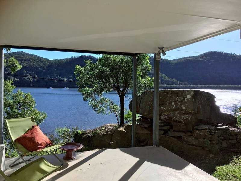 LATITUDE 33 . arrive by boat . HAWKESBURY RIVER . Private Waterfront  W Jetty, holiday rental in Lower Portland