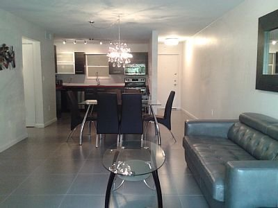 Sunny Isles Beach, Miami, Florida, Remodeled 2Bed/1Bath Condo 3min Walk To Beach, location de vacances à Sunny Isles Beach