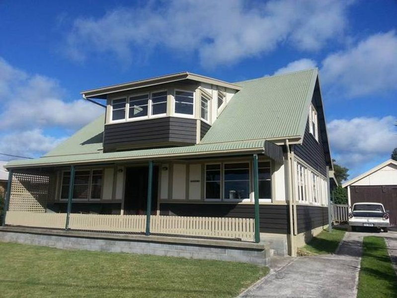 Beachside - Beauty Point.  A unique holiday home on the Tamar River, holiday rental in Hawley Beach