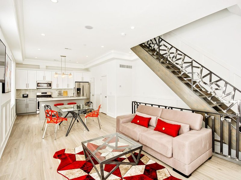 Stunning 4 BD House with a Roof Deck., aluguéis de temporada em Williamstown